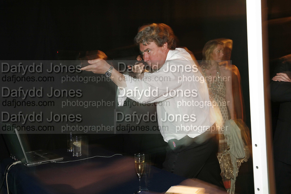 RICHARD WILLIAMSON, The 28th Game Conservancy Trust Ball, In association with Barter Card. Battersea Park. 18 May 2006. ONE TIME USE ONLY - DO NOT ARCHIVE  © Copyright Photograph by Dafydd Jones 66 Stockwell Park Rd. London SW9 0DA Tel 020 7733 0108 www.dafjones.com