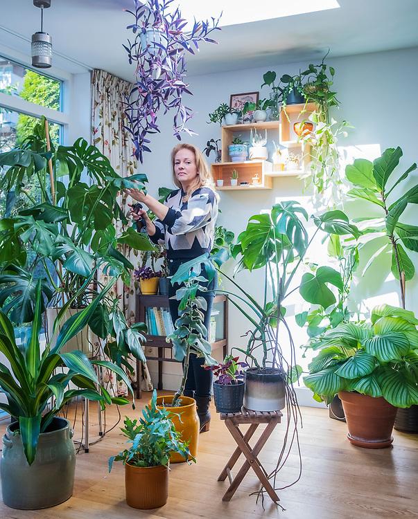 Nederland. Amsterdam, 27-09-2018. Photo: Patrick Post. Repo voor TIJD, Urban Jungle. Op de foto Mila van der Wall.