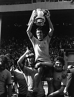 Fotball<br /> England <br /> Foto: Colorsport/Digitalsport<br /> NORWAY ONLY<br /> <br /> FRANK McLINTOCK, THE ARSENAL CAPTAIN, HOLDS ALOFT THE FA CUP ON THE SHOULDERS OF CHARLIE GEORGE & PAT RICE. FA CUP FINAL 1971.