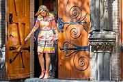 Koningin Maxima tijdens een bezoek aan  inloophuis de Jessehof. Het inloophuis is bedoeld voor mensen die lijden onder sociale uitsluiting en dak- en thuislozen.<br /> <br /> Queen Maxima while visiting the Jessehof entrance hall. The entrance hall is intended for people suffering from social exclusion and homeless people.