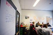 De studenten overleggen op het kantoor in Delft de plannen voor het komende jaar. In september wil het Human Power Team Delft en Amsterdam, dat bestaat uit studenten van de TU Delft en de VU Amsterdam, tijdens de World Human Powered Speed Challenge in Nevada een poging doen het wereldrecord snelfietsen te verbreken. Het record is met 144,17 km/h sinds 2016 in handen van de Canadees Todd Reichert.<br /> <br /> At the office in Delft the students are discussing their plans of next year. With a special recumbent bike the Human Power Team Delft and Amsterdam, consisting of students of the TU Delft and the VU Amsterdam, also wants to set a new world record cycling in September at the World Human Powered Speed Challenge in Nevada. The current speed record is 144,17 km/h, set in 2015 by Todd Reichert.