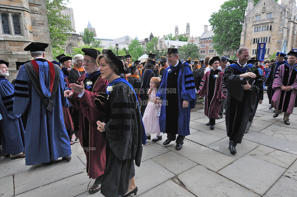 Yale University Commencement 2009 | Congregation, Procession and Activities before the Ceremony on Cross Campus