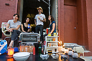 New York. Brooklyn. DUMBO festival the old docks and factory area. Down under Manhattan bridge overpass. under transformation, new trendy area; during art festival  New York, Manhattan - United states  Brooklyn /  Festival des arts, DUMBO  le quartier des anciens docks et usines de - Down under Manhattan bridge overpass -. en pleine transformation, quartier des artistes. pendant le festival des arts.  Manhattan, New York - Etats unis Brooklyn