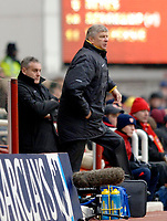 Photo: Daniel Hambury.<br />Arsenal v Cardiff City. The FA Cup. 07/01/2006.<br />Arsenal's manager Arsene Wenger (R) and Cardiff's manager Dave Jones.