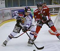 Ishockey , Get - ligaen ,<br /> 22.11.2012 <br /> Kristins Hall<br /> Lillehammer I.K  v Sparta Sarpsborg  5-2<br /> Foto:Dagfinn Limoseth  -  Digitalsport<br /> Jonas Djupvik Løvlie  , Sparta og Erik De la Rose , Lillehammer