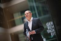 DEU, Deutschland, Germany, Berlin, 02.04.2020: Statement von Bundesfinanzminister Olaf Scholz (SPD) zum Thema Erste Erfahrungen mit dem Schutzschirm für Beschäftigung und Wirtschaft während der Corona-Krise.