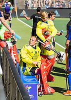 AMSTELVEEN - keeper Pirmin Blaak (Ned) wordt uit het veld gestuurd en vervangen door keeper Maurits Visser (Ned)  tijdens mannen hockeywedstrijd , Nederland-Duitsland (2-2),  bij het EK hockey. Euro Hockey 2021.   COPYRIGHT KOEN SUYK