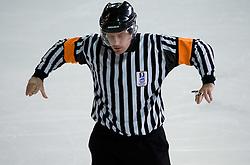 Znak za disciplinsko kazen (1). Misconduct penalty. Slovenski hokejski sodnik Damir Rakovic predstavlja sodniske znake. Na Bledu, 15. marec 2009. (Photo by Vid Ponikvar / Sportida)