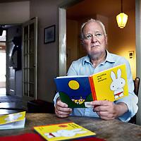 Nederland, Amsterdam , 10 september 2014.<br /> Schrijver Jan Sleumer uit Amsterdam vertaalt Nijntje in het Gronings.<br /> Foto:Jean-Pierre Jans