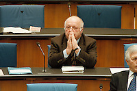 05 FEB 1998, BONN/GERMANY:<br /> Norbert Blüm, CDU, Bundesarbeitsminister, auf der Regierungsbank, während der Debatte über die Bekämpfung der Arbeitslosigkeit, Deutscher Bundestag<br /> IMAGE: 19980250-01/01-18<br />  <br />  <br />  <br /> KEYWORDS: Bluem