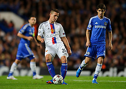 Basel Midfielder Fabian Frei (SUI) in action with Chelsea Midfielder Oscar (BRA) during the first half of the match - Photo mandatory by-line: Rogan Thomson/JMP - Tel: 07966 386802 - 18/09/2013 - SPORT - FOOTBALL - Stamford Bridge, London - Chelsea v FC Basel - UEFA Champions League Group E
