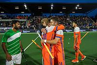 AMSTELVEEN - Robbert Kemperman (Ned) met Mink van der Weerden (Ned)   na   de tweede  Olympische kwalificatiewedstrijd hockey mannen ,  Nederland-Pakistan (6-1). Oranje plaatst zich voor de Olympische Spelen 2020.   COPYRIGHT KOEN SUYK