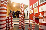 Koning Willem-Alexander en koningin Maxima tijdens de opening van de tentoonstelling Mapping Australia in het Aboriginal Art Museum (AAMU) in Utrecht. Het koningspaar bezoekt de tentoonstelling in aanloop naar de staatsbezoeken aan Australie en Nieuw-Zeeland. <br /> <br /> King Willem-Alexander and Queen Maxima at the opening of the exhibition Mapping Australia in the Aboriginal Art Museum (AAMU) in Utrecht. The royal couple will visit the exhibition in preparation for the state visit to Australia and New Zealand.<br /> <br /> Op de foto / On the photo:   Koning Willem-Alexander en koningin Maxima tijdens de opening van de tentoonstelling /// King Willem-Alexander and Queen Maxima at the opening of the exhibition