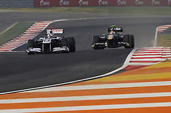 30.10.2011, Jaypee-Circuit, Noida, IND, F1, Grosser Preis von Indien, Noida, im Bild Rubens Barrichello (BRA),  Williams F1 Team - Heikki Kovalainen (FIN), Lotus F1 Racing // during the Formula One Championships 2011 Large price of India held at the Jaypee-Circui 2011-10-30  Foto © nph / Dieter Mathis