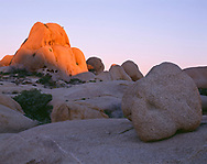 CADJT_121 - USA, California, Joshua Tree National Park, Sunrise warms monzonite granite boulders near Jumbo Rocks.