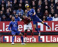 Photo: Olly Greenwood.<br />Charlton Athletic v Everton. The Barclays Premiership. 25/11/2006. Everton's Nuno Valente gets above Charlton's Darren Bent