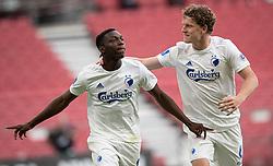 Målscorer Mohamed Daramy (FC København) jubler med Jens Stage efter scoringen til 1-0 under kampen i 3F Superligaen mellem FC København og AaB den 17. juni 2020 i Telia Parken, København (Foto: Claus Birch).