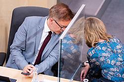 23.09.2020, Hofburg, Wien, AUT, Parlament, Sitzung des Nationalrates mit Aktueller Stunde der Gruenen, Europastunde, COVID-19 Massnahmengesetz, Sonderbetreuungszeit, Bildungsbonus, Kreditstundungen, Klimaschutz und weitere Corona-Hilfen, im Bild v. l. Rudolf Anschober (Gruene), Leonore Gewessler (Gruene) // during meeting of the National Council with Current Hour of the Greens, European Hour, COVID-19 measures law, special care time, education bonus, credit deferrals, climate protection and other corona aids at the Hofburg palace in Vienna, Austria on 2020/09/23, EXPA Pictures © 2020, PhotoCredit: EXPA/ Florian Schroetter