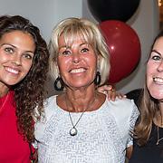 NLD/Amsterdam//20170823 - Premiere Drs. Down, Margriet Zegers en dochters Macey en Maxime