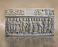 Roman relief sculpture on the Christian sarcophagus side od Marcus Claudianus depicting scenes from  the new testament , circa 330 - 335 AD from the via della Lungara near S.Giacomo in Settimiana, Rome, Italy. National Roman Musuem, Rome. .<br /> <br /> If you prefer to buy from our ALAMY PHOTO LIBRARY  Collection visit : https://www.alamy.com/portfolio/paul-williams-funkystock/roman-museum-rome-sculpture.html<br /> <br /> Visit our ROMAN ART & HISTORIC SITES PHOTO COLLECTIONS for more photos to download or buy as wall art prints https://funkystock.photoshelter.com/gallery-collection/The-Romans-Art-Artefacts-Antiquities-Historic-Sites-Pictures-Images/C0000r2uLJJo9_s0
