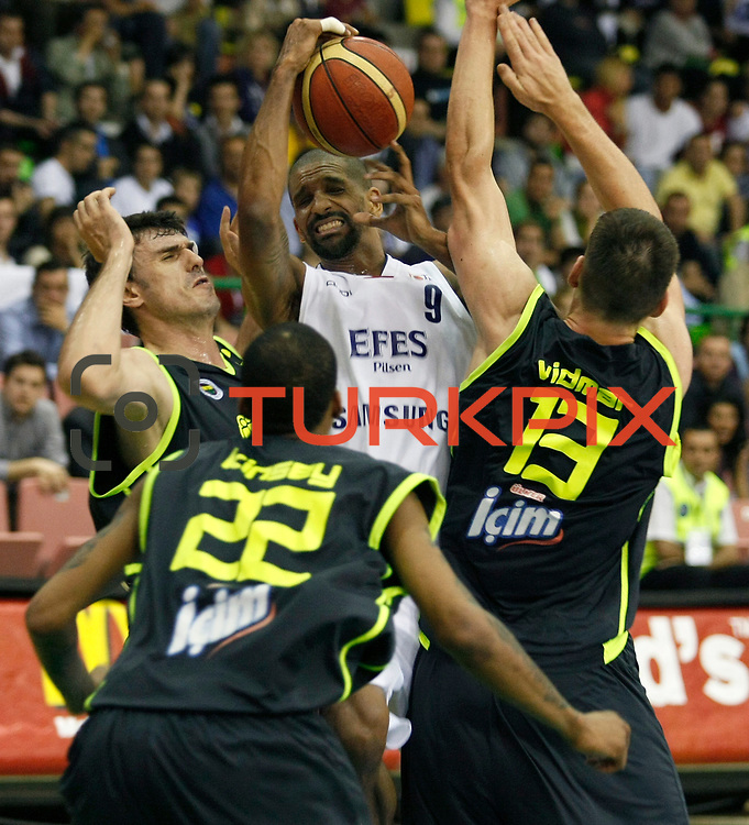 Efes Pilsen's Preston SHUMPERT (C) during their Turkish Basketball league Play Off Final first leg match Efes Pilsen between Fenerbahce Ulker at the Ayhan Sahenk Arena in Istanbul Turkey on Thursday 20 May 2010. Photo by Aykut AKICI/TURKPIX