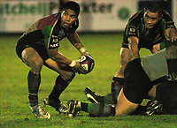 Photo: Ian Hebden.<br />Bedford Blues v Harlequins. National League Division 1.<br />03/12/2005.<br />Quins scrum half Steve So'oialo launches an attack.