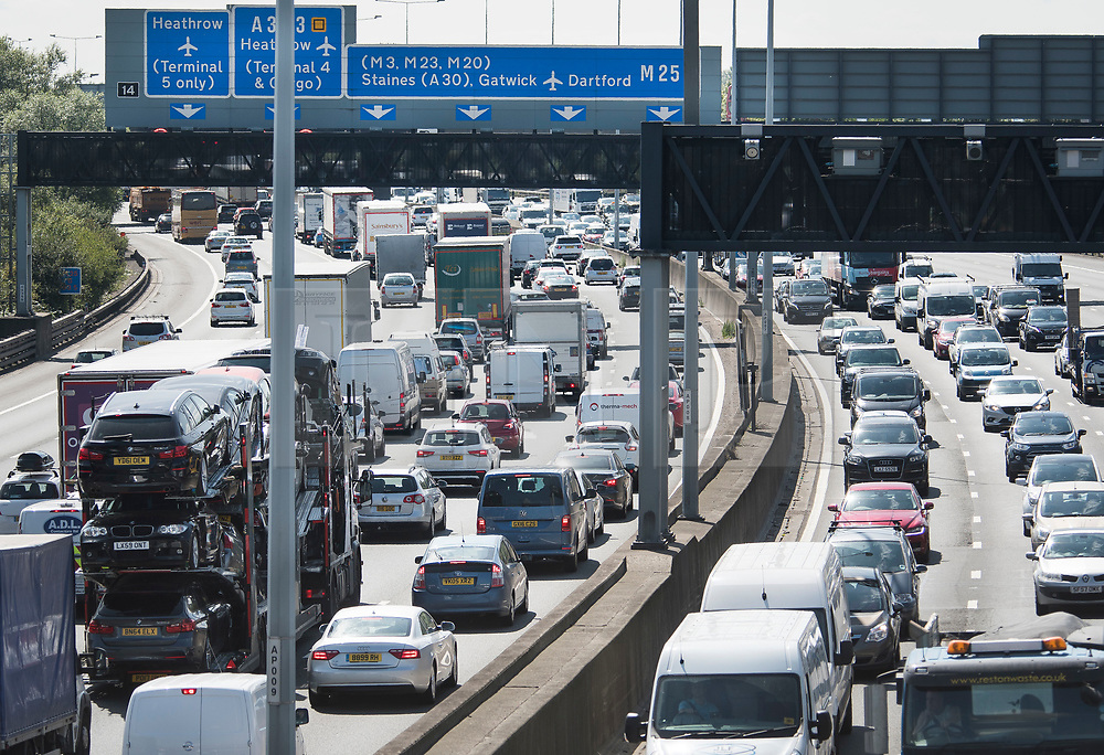 © Licensed to London News Pictures. 25/08/2017. London, UK. Long Queues of Traffic build up on the M25 near Heathrow Airport, as the August bank holiday begins. Road and rail services are being affected by maintenance work this weekend - one of the busiest in the year. Photo credit: Ben Cawthra/LNP