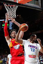 10.09.2014, Palacio de los deportes, Madrid, ESP, FIBA WM, Frankreich vs Spanien, Viertelfinale, im Bild Spain´s Pau Gasol (L) and France´s Diaw // during FIBA Basketball World Cup Spain 2014 Quarter-Final match between France and Spain at the Palacio de los deportes in Madrid, Spain on 2014/09/10. EXPA Pictures © 2014, PhotoCredit: EXPA/ Alterphotos/ Victor Blanco<br /> <br /> *****ATTENTION - OUT of ESP, SUI*****