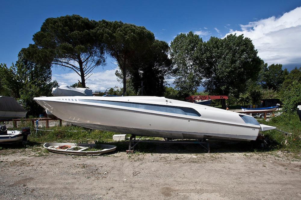 Una delle imbarcazioni modificata da Gianfranco Franciosi e commissionata dai narcotrafficanti. Gianni, primo infiltrato civile della storia italiana, ha modificato le barche per il cartello e ne è divenuto pilota per approfondire le indagini della Polizia.
