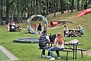 Nederland, Wijchen, 17-5-2020  Opening van speeltuin de Blije Dries met goedkeuring van de gemeente mbt de genomen  coronamaatregelen . Foto: Flip Franssen