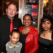 NLD/Amsterdam/20080404 - Premiere Porgy and Bess, Nellie Cooman met partner Ronald Rosier en dochter Ronell