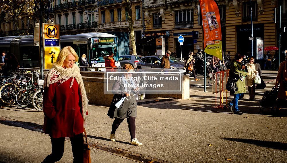 Street scene near the metro in the Boulevard de Strasbourg, Toulouse, France<br /> <br /> (c) Andrew Wilson   Edinburgh Elite media