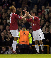 Photo: Jed Wee.<br /> Manchester United v Villarreal. UEFA Champions League.<br /> 22/11/2005.<br /> <br /> Manchester United's Gary Neville (R) replaces Wes Brown as he makes a return from injury.