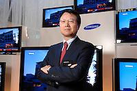 30 AUG 2007, BERLIN/GERMANY:<br /> JongWoo Park, President & CEO, Samsung Digital Media Business, Samsung Messestand, Internationale Funkausstellung, IFA<br /> IMAGE: 20070830-01-023<br /> KEYWORDS: Jong Woo Park