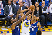 Golden State Warriors guard Shaun Livingston (34) shoots a short jumper against the LA Clippers at Oracle Arena in Oakland, Calif., on January 10, 2018. (Stan Olszewski/Special to S.F. Examiner)