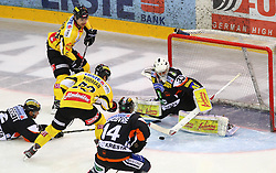 22.01.2012, Albert Schultz Halle, Wien, AUT, EBEL, UPC Vienna Capitals vs Moser Medical Graz 99ers, im Bild Rodney Coleman Jarrett, (Moser Medical Graz 99ers, #2), Jonathan Ferland, (UPC Vienna Capitals, #24), cMarcel Rodman, (UPC Vienna Capitals, #22),Guillaume Lefebvre, (Moser Medical Graz 99ers, #14) und Frederic Cloutier, (Moser Medical Graz 99ers, #33)  // during the icehockey match of EBEL between UPC Vienna Capitals (AUT) and Moser Medical Graz 99ers (AUT) at Albert Schultz Halle, Vienna, Austria on 22/01/2012,  EXPA Pictures © 2012, PhotoCredit: EXPA/ T. Haumer