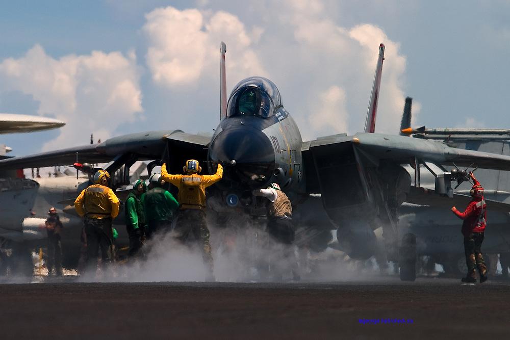 F-14D cat shot on Roosevelt
