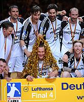 Håndball<br /> Tyskland<br /> Foto: Witters/Digitalsport<br /> NORWAY ONLY<br /> <br /> 10.05.2009<br /> <br /> THW Kiel Pokalsieger 2009 v.l. Dominik Klein, Stefan Loevgren, Marcus Ahlm, Christian Zeitz, Nikola Karabatic, Vid Kavticnik, Boerge Lund<br /> Handball DHB-Pokal Final Four Finale THW Kiel - VfL Gummersbach 30:24<br /> <br /> Børge Lund