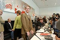 26 AUG 2003, BERLIN/GERMANY:<br /> Franz Muentefering, SPD, Fraktionsvorsitzender, vor Beginn einer SPD Fraktionssitzung, Deutscher Bundestag<br /> IMAGE: 20030826-01-006<br /> KEYWORDS: Sitzung, Franz Müntefering