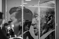 DEU, Deutschland, Germany, Berlin, 30.03.2021: Personen mit FFP2-Masken stehen vor einem Foto von Konrad Adenauer und John F. Kennedy im Konrad-Adenauer-Haus, der CDU Parteizentrale.