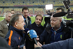(L-R) journalist Maarten Wijffels of Algemeen Dagblad, coach Dick Advocaat of Holland, journalist Jaco Kaijen of ANP, journalist Pascal Kamperman of Fox Sports, journalist Bert Maalderink of NOS during a training session prior to the friendly match between Romania and The Netherlands on November 13, 2017 at Arena National in Bucharest, Romania