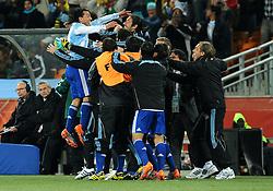27.06.2010, Soccer City Stadium, Johannesburg, RSA, FIFA WM 2010, Argentina (ARG) vs Mexico (MEX), im Bild L'esultanza di Carlos Tevez (Argentina) per il gol del 3-0  .Carlos Tevez 's celebration for his 3-0 leading goal scored for Argentina. EXPA Pictures © 2010, PhotoCredit: EXPA/ InsideFoto/ Giorgio Perottino +++ for AUT and SLO only +++ / SPORTIDA PHOTO AGENCY