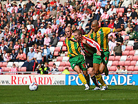 Photo: Andrew Unwin.<br /> Sunderland v West Bromwich Albion. Coca Cola Championship. 28/08/2006.<br /> Sunderland's Grant Leadbitter (C) attacks.