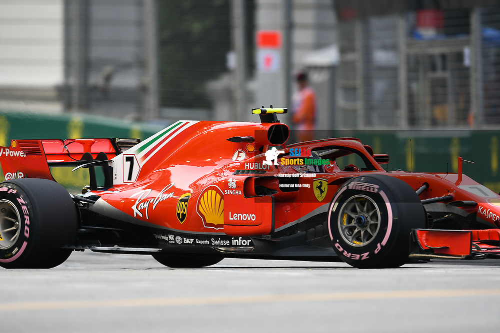 SINGAPORE - SEPTEMBER 15: Kimi Räikkönen (7) of Scuderia Ferrari during FP3 at the F1 Singapore Airlines - Singapore Grand Prix 2018, Marina Bay Street Circuit, Singapore on September 15, 2018. <br /> .<br /> .<br /> .<br /> (Photo by: Naratip Golf Srisupab/SEALs Sports Images)<br /> .<br /> Any image use must include a mandatory credit line adjacent to the content which should read: Naratip Golf Srisupab/SEALs Sports Images