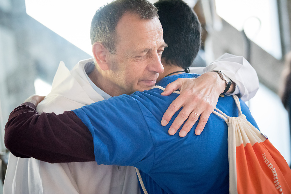 26 May 2017, Berlin, Germany: Visiting the Saint Ansgar Church in Berlin, students of the Global Ecumenical Theologial Institute 2017 (GETI'17) were introduced to the community of Taizé, in France, sharing a moment of prayer. Here, Prior Frère Alois greets Ramy Hanna from Egypt, one of the GETI students. Meeting in Berlin on 19 May - 1 June 2017, the Global Ecumenical Theological Institute 2017 (GETI'17) gathers young Christian theologians from Europe and around the world to study and experience horizons of an ecumenical theology and ecclesiology. GETI'17 is organized under the patronage of the Conference of European Churches, and works under three key themes: Reforming Theology, Migrating Church, and Transforming Society.