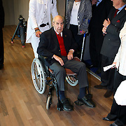 NLD/Hilversum/20070817 - Straten rond het Mediapark Hilversum vernoemd, Willem Duys in rolstoel