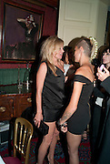 KATE MOSS; ALICE DELLAL, Dinner hosted by Elizabeth Saltzman for Mario Testino and Kate Moss. Mark's Club. London. 5 June 2010. -DO NOT ARCHIVE-© Copyright Photograph by Dafydd Jones. 248 Clapham Rd. London SW9 0PZ. Tel 0207 820 0771. www.dafjones.com.