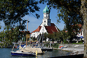 Wasserburg mit Kirche St. Georg, Bodensee, Bayern, Deutschland