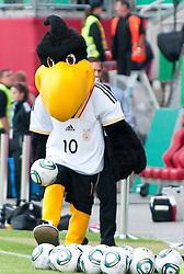 16.06.2011, Bruchwegstadion, Mainz, FIFA WOMENS WORLDCUP 2011, Deutschland (GER) vs. Norwegen (NOR), im Bild  das Maskotchen Paule spiel mit Baellen waehrend eines Vorbereitungsspiels // during a friendly match on 2011/06/16, Bruchwegstadion, Mainz, Germany. + EXPA Pictures © 2011, PhotoCredit: EXPA/ nph/  Roth       ****** out of GER / SWE / CRO  / BEL ******