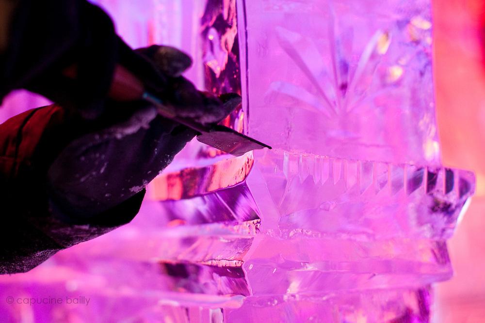 Paris, France. 19 Novembre 2010. Exposition Ice Magic. Sculptures sur glace sur les Champs Elysées du 20 Novembre au 3 Janvier 2011 dans un pavillon refrigere a moins 6 degres.<br /> Les chiffres: 20 artistes sculpteurs internationaux, 420 tonnes de glace, 100 tonnes de neige, 12 jours de travail, 500 metres carres d'exposition, -6º.<br /> Paris, France, November 19th 2010. Ice Magic exhibition. Ice sculptures on the Champs Elysees from November 20th to January 3rd 2011 with a temperature of minus 6 degres celsius.<br /> The numbers: 20 sculptors artists from around the world, 420 tons of ice, 100 tons of snow, 12 days of work, 500 square meters of exhibitions, -6º celsius